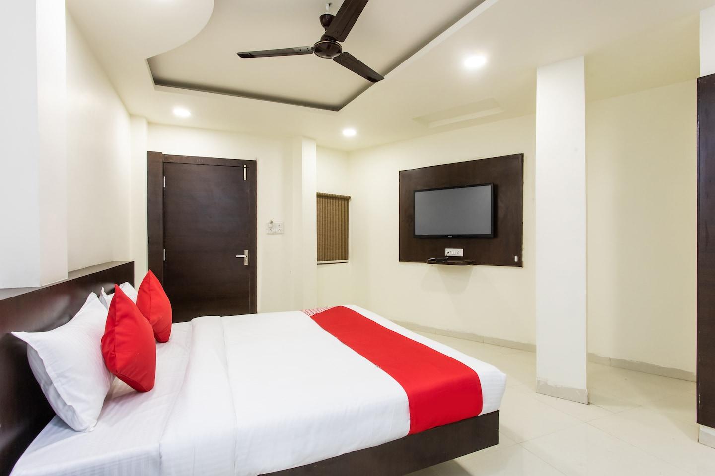 OYO 23058 Hotel Aditya Regency -1
