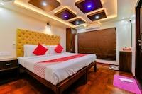 OYO 23063 Luxury Meghavarsham 5BHK Deluxe