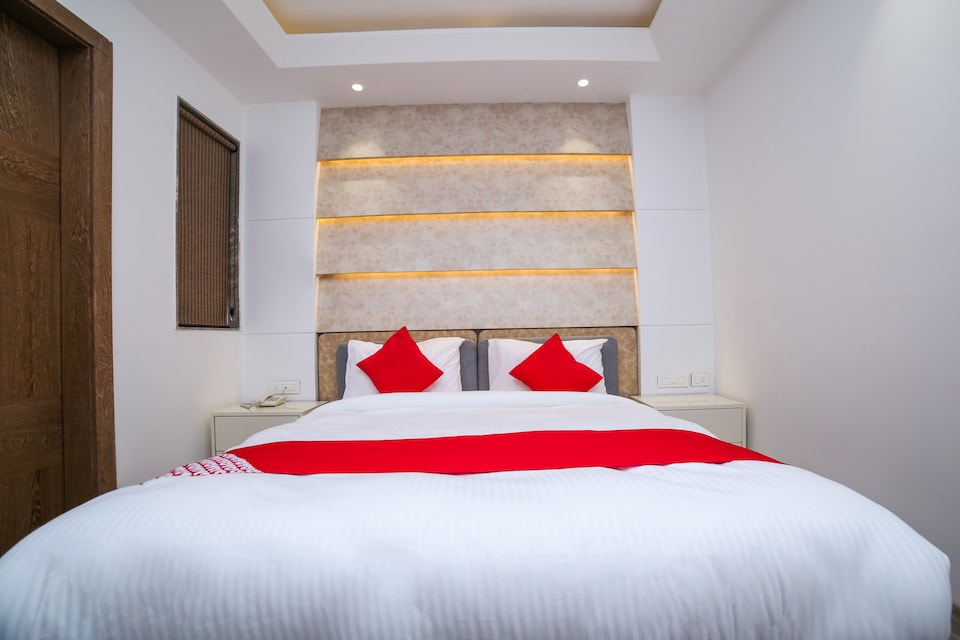 Capital O 23088 Hotel Dev Palace
