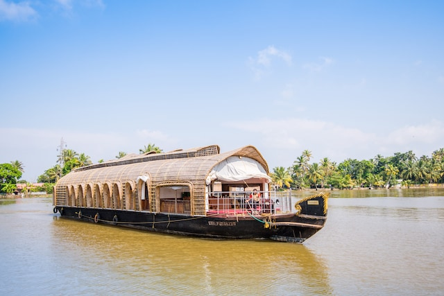 OYO 23105 Houseboat Luxury 3BHK Deluxe