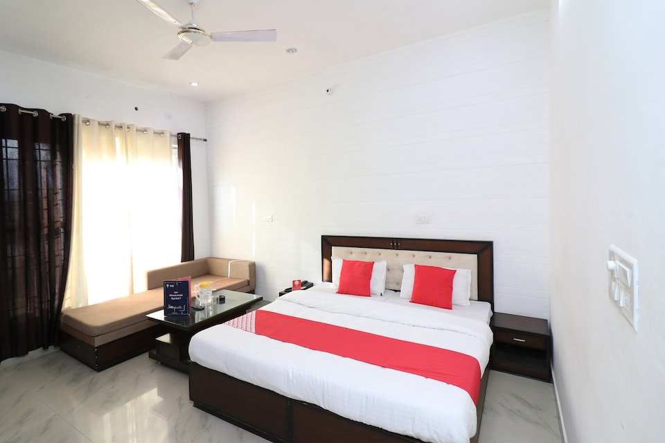 OYO 23161 Hotel Akash Ganga