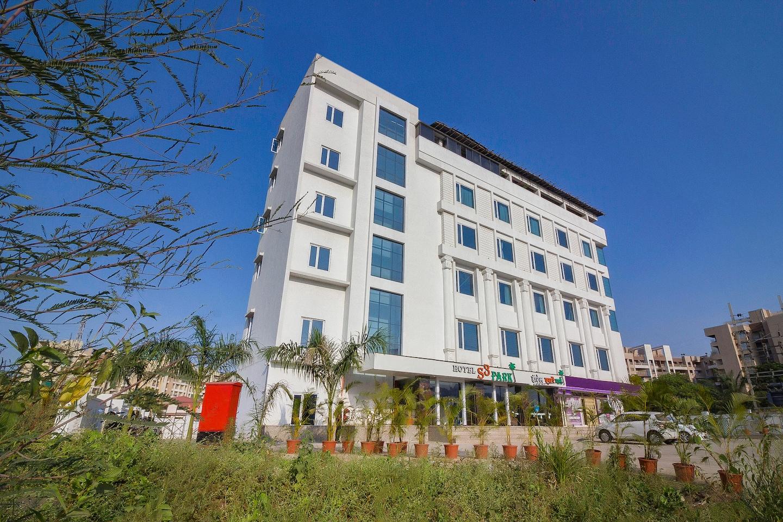 Capital O 23176 Hotel S3 Park -1