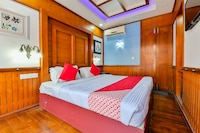 OYO 23210 KHBO Diamond Sharing Houseboat