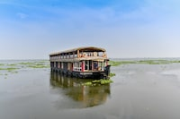 OYO 23227 Alleppey Eco Houseboat 3 Bhk Deluxe