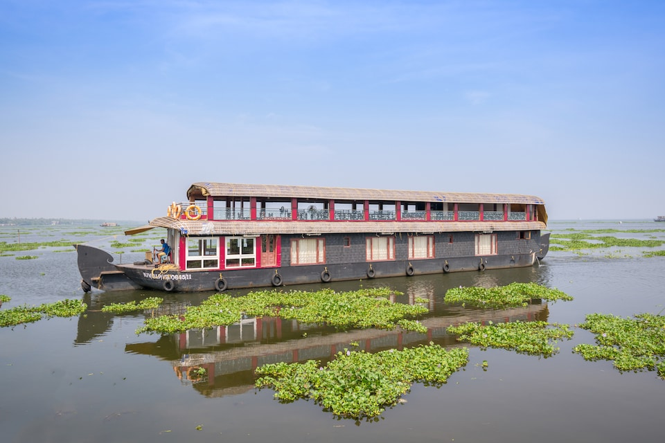OYO 23230 Alleppey Eco Cruise 4 Bhk Sharing Houseboat
