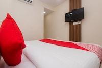 OYO 23259 Hotel Galaxy Inn