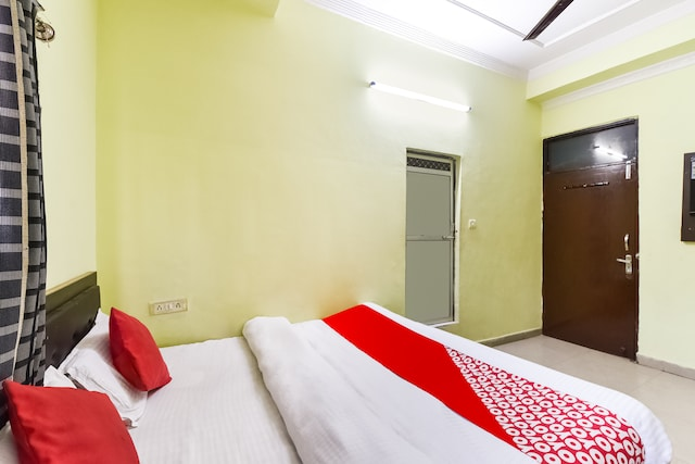 OYO 23293 Hotel Dev Residency