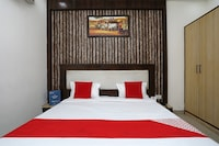 OYO 23297 Hotel Vanaya Palace
