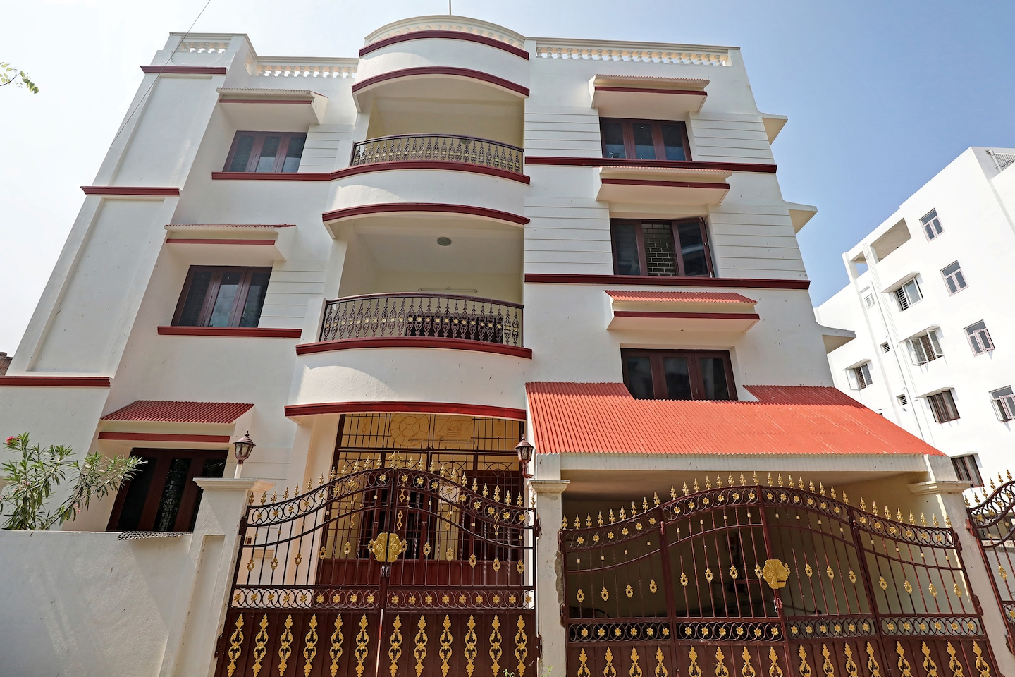 OYO 23307 Home Spacious 3bhk Near Rock Beach -1