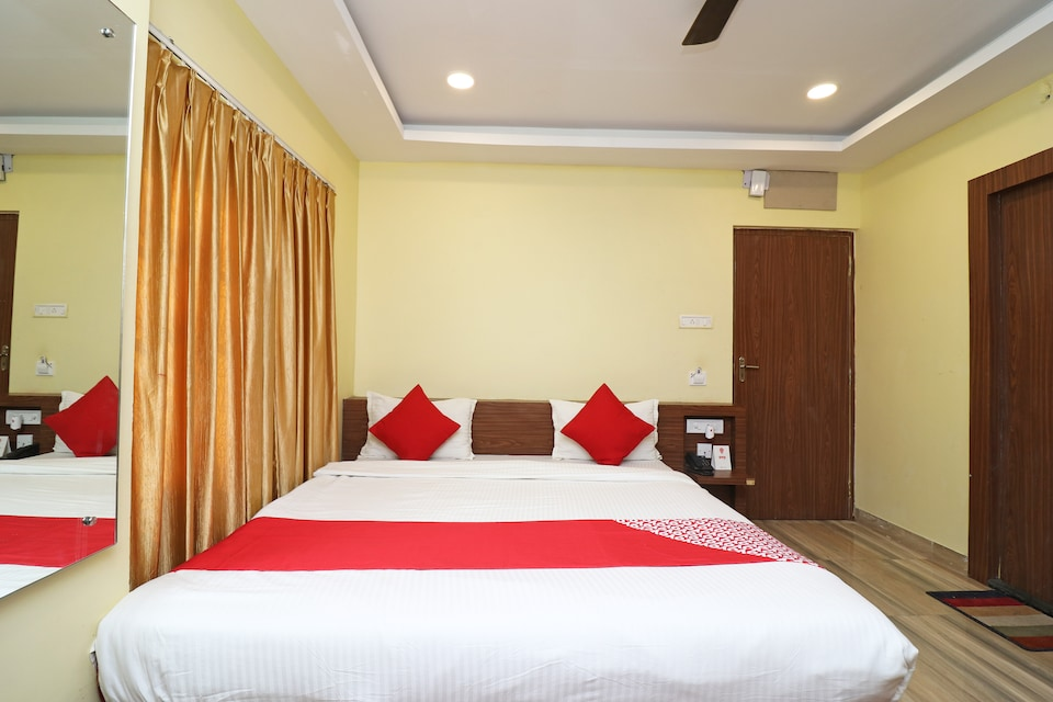 OYO 23346 Hotel Rawasi Gold Uranus