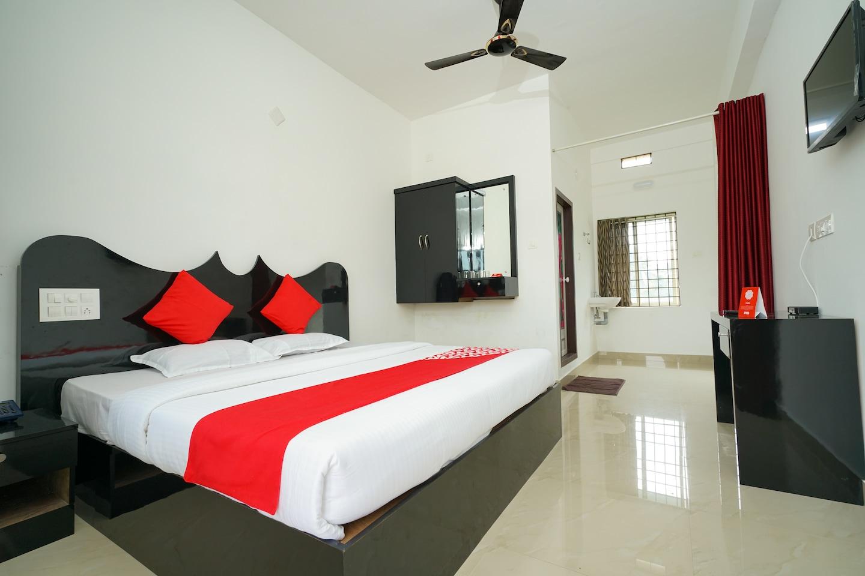 OYO 23388 Fathima Residency -1