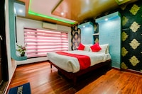 OYO 23421 Houseboat Royal Palace Premium Sharing Houseboat Deluxe