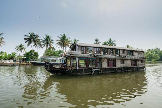 OYO 23434 Royal Palace 4bhk Premium Houseboat