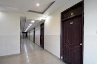 OYO 23499 Hotel Sky Inn
