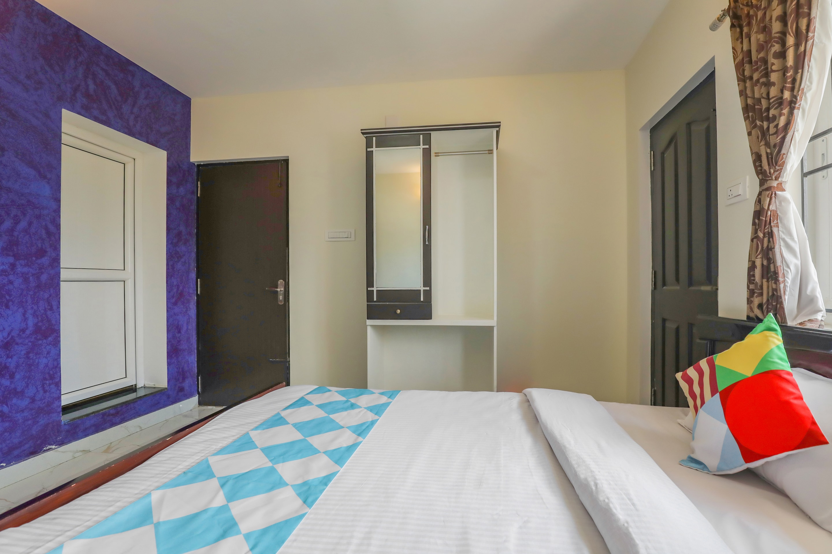 OYO 23508 Home Elite Stay Hollywood Hill