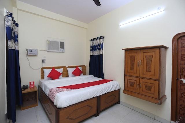 OYO 23577 Hotel Awadh Saver