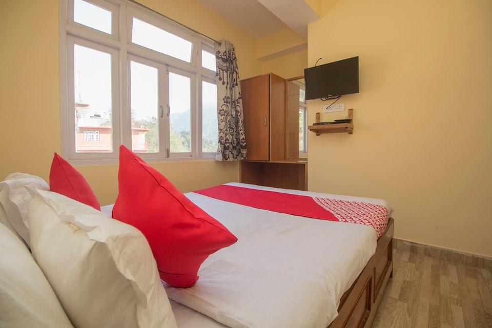 OYO 23588 Hotel Chittiz