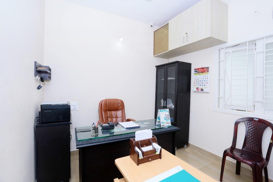 OYO 23592 Annai Luxury Service Apartment