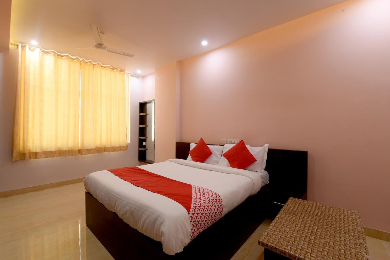OYO 23606 Hotel Danaria -1