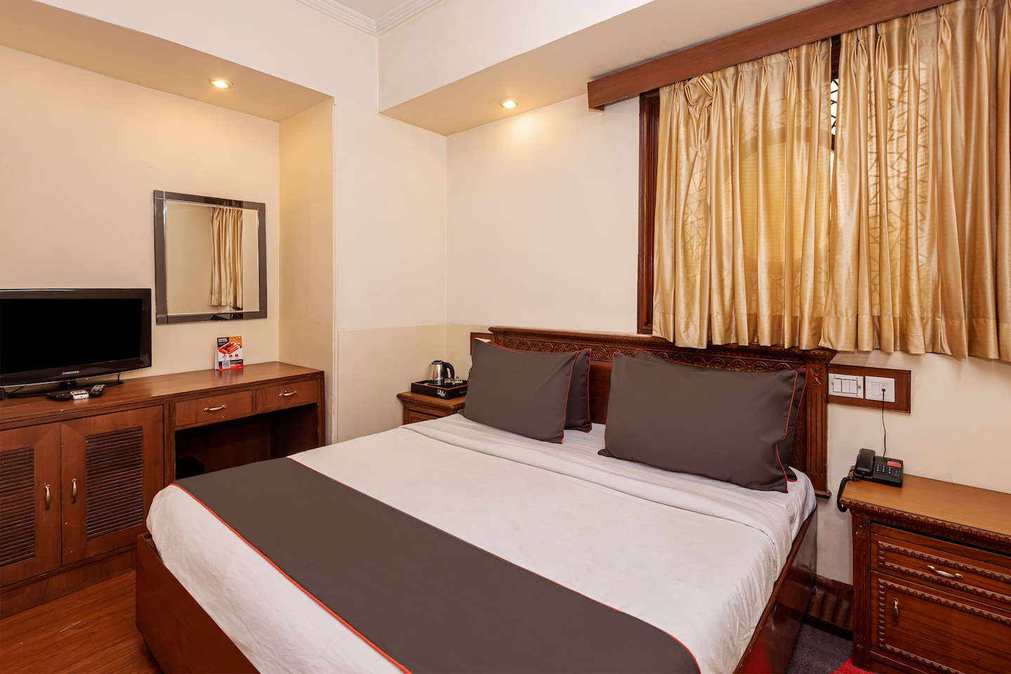 Collection O 30040 Chirag Residency Nehru Place -1