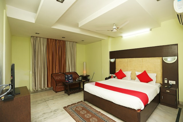 OYO 23661 Hotel Swagat Palace