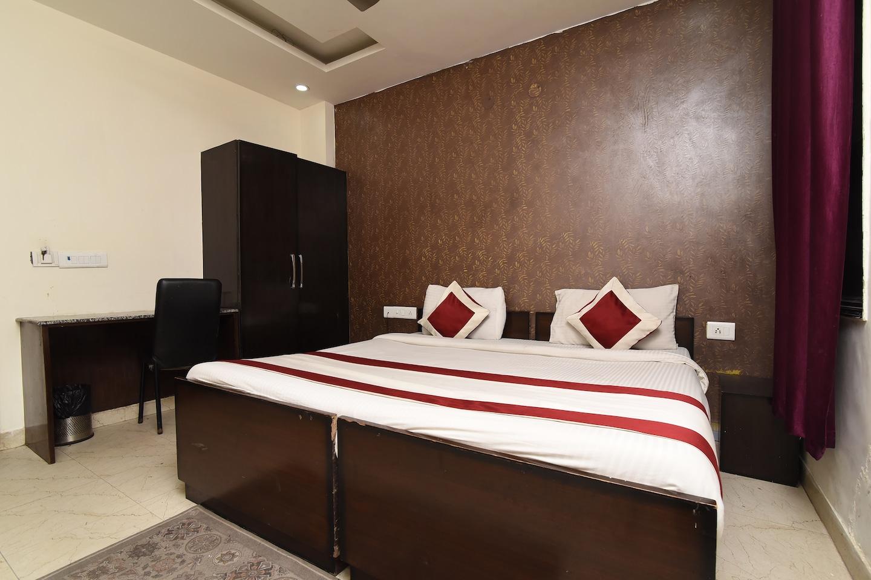 OYO 23677 Hotel Marina -1