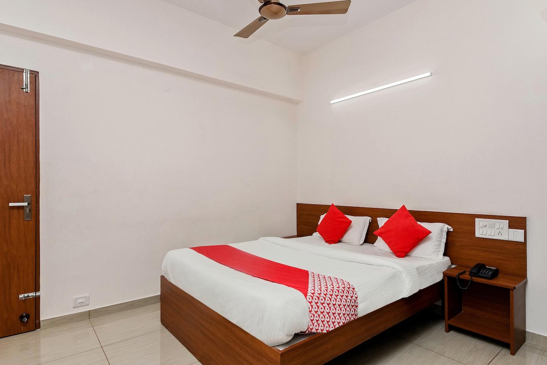 OYO 23999 Samruddhi Lodge -1