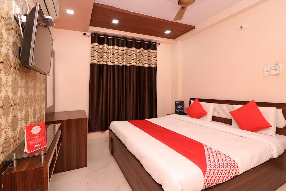 OYO 24067 Hotel Royal Paradise
