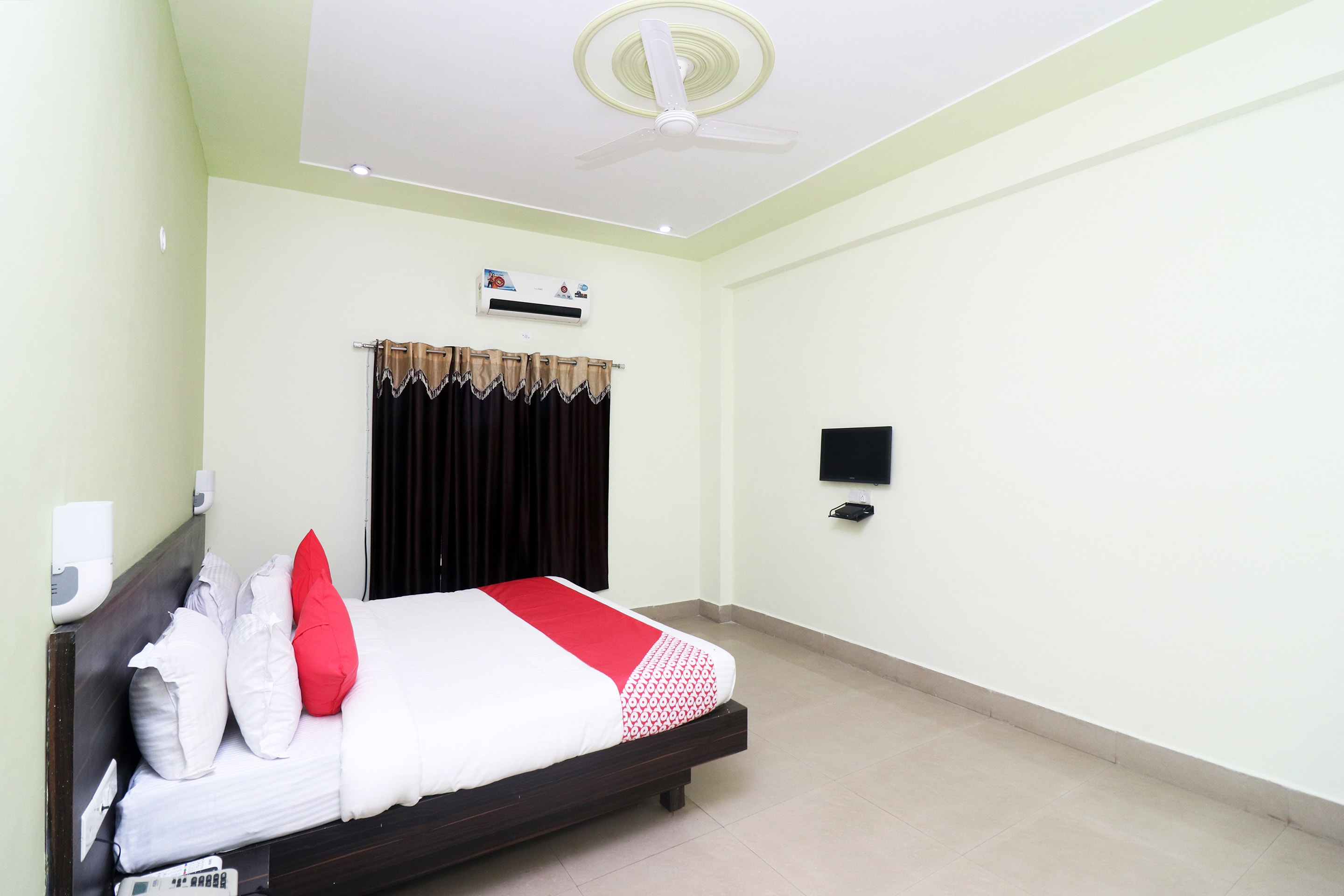 Deals from hotel OYO 24081 Hotel Lata Pal...