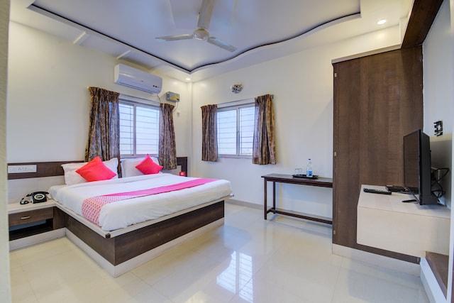 OYO 24125 Hotel Aakash