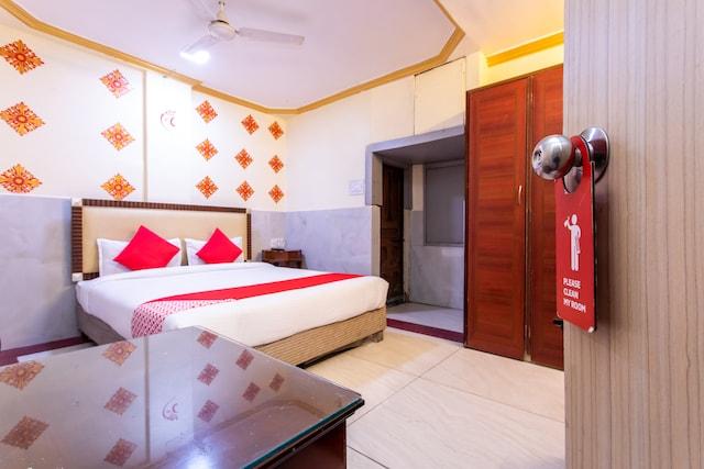 OYO 24196 Hotel Shreenath Palace