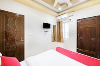 OYO 24279 C Seasons Inn Saver