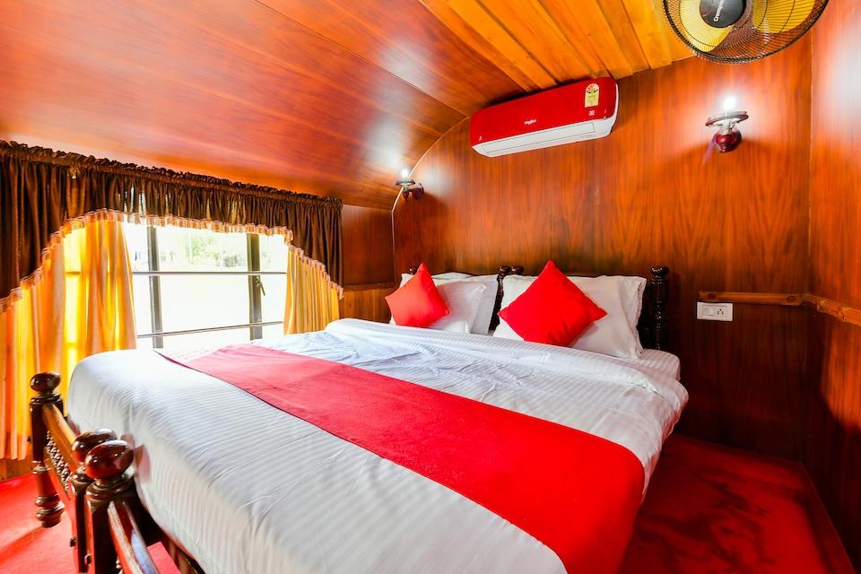OYO 24291 HouseBoat Indraprastham Green House 1bhk