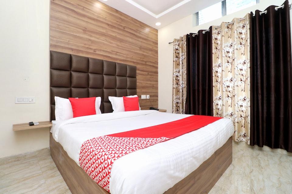 OYO 24372 Hotel Cloud 9