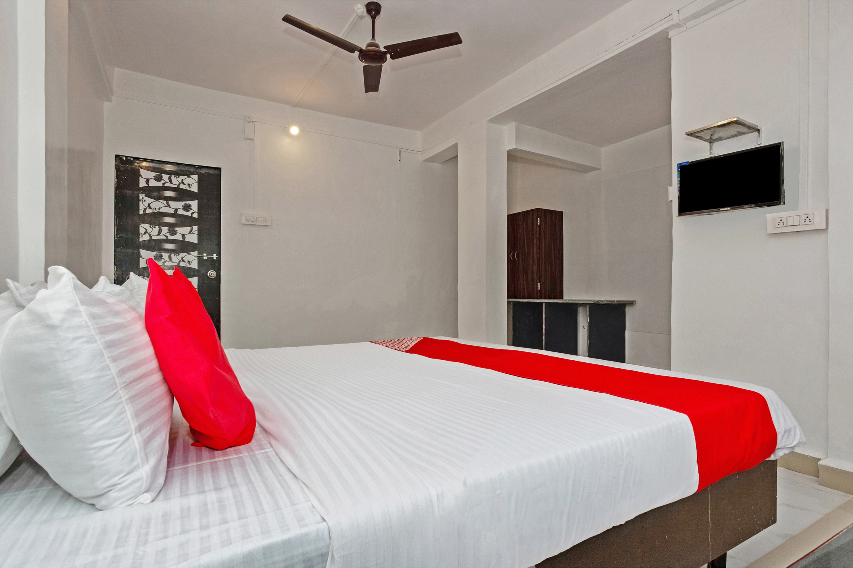 Hotel Gallarey OYO 24435 Shubham Lodging And Boarding
