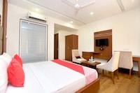 OYO 24462 Hotel Lrc Deluxe