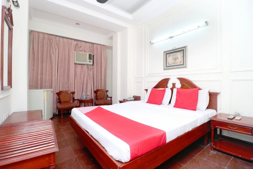 Capital O 24483 Hotel Plaza