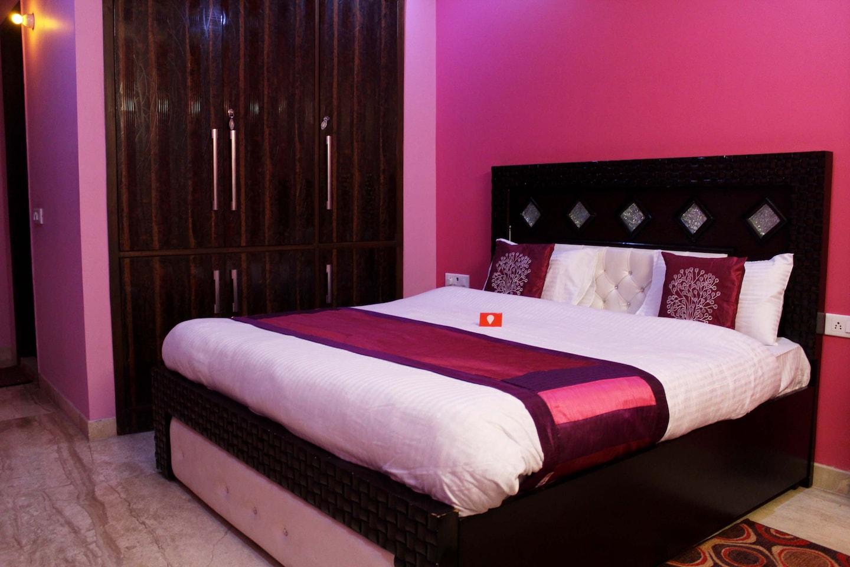 OYO Homes 380 GTB Nagar Room-1