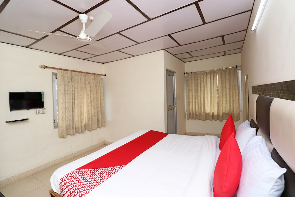 OYO 24525 Hotel Country Lodge