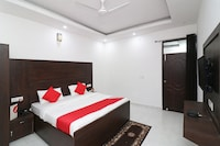 OYO 24527 Hotel Lotus