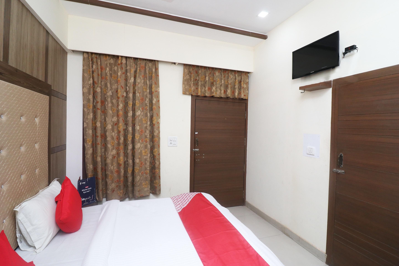 OYO 24557 Amba Inn