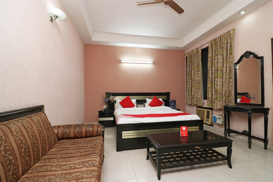 OYO 24672 Bharat Guest House