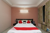 OYO 24672 Bharat Guest House Deluxe