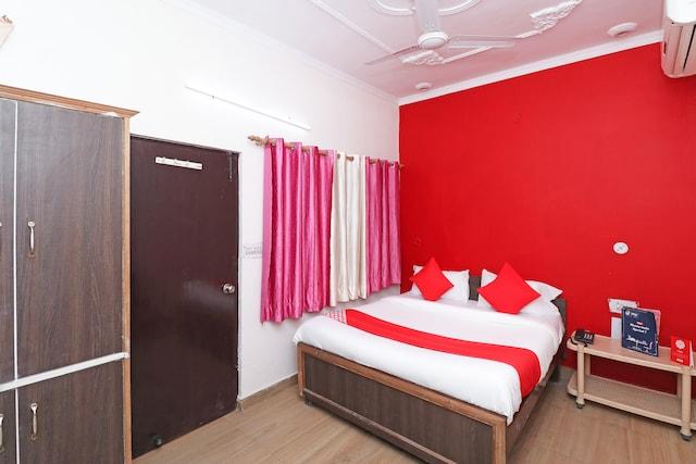 OYO 24700 Hotel Mahalaxmi Palace