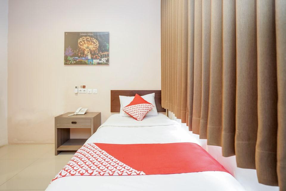 OYO 240 Audah Sevana Syariah Hotel, Wonokromo, Surabaya