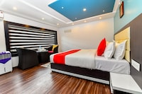 OYO 24725 Houseboat Royal River 4bhk Deluxe