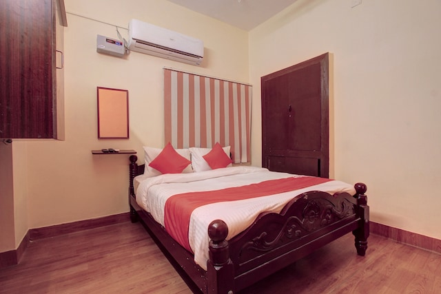 OYO 24749 Jaideep Service Apartment