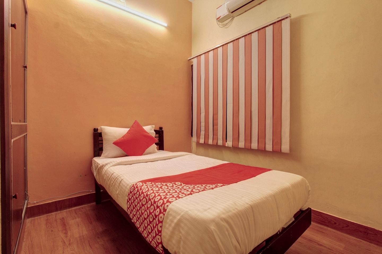 OYO 24749 Jaideep Service Apartment -1