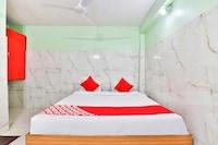 OYO 24833 Hotel Silver Deluxe