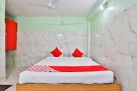 OYO 24833 Hotel Silver